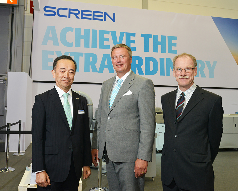 (From left) Tsuneo Baba, President, Screen GP; Christian Engel, CEO, BHS Corrugated; and Bill Baxter, Inca Digital